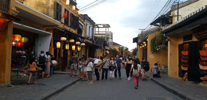 hoi an walking street